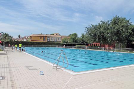 Las piscinas municipales ya esperan a los primeros for Piscinas municipales lleida