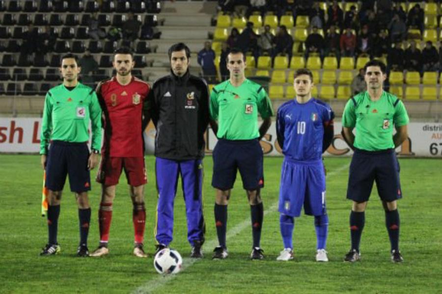 Un colegiado rinconero, cuarto árbitro en el Barcelona-Atlético